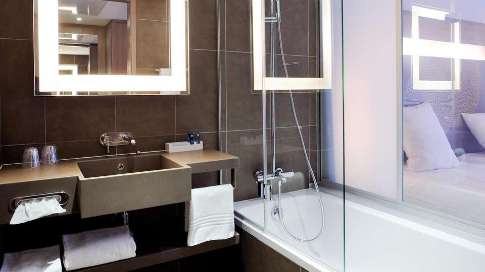 Novotel Avignon Centre - EDIT_NEW_BATHROOM_01.jpg