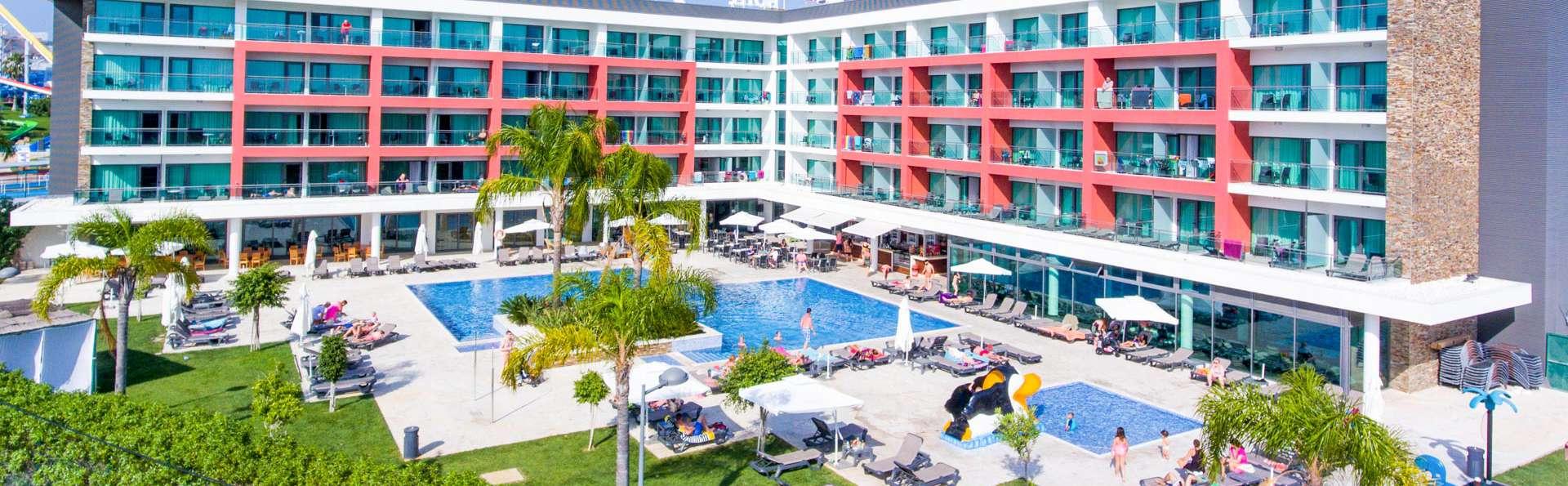 Aquashow Park Hotel - EDIT_NEW_EXTERIOR_02.jpg