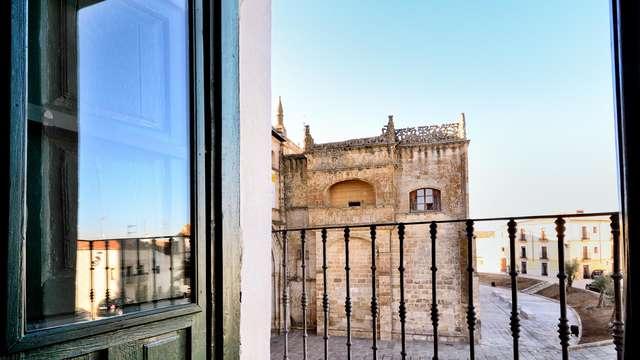 Elegancia y romanticismo en un reformado palacio frente a la Catedral de Coria