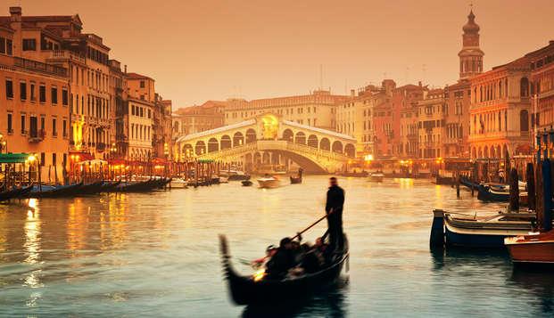 Desayuno en la terraza junto a la laguna de Venecia