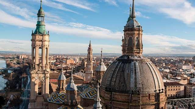 Siente la magia de Zaragoza y explora sus tesoros con desayuno y botella de cava de regalo
