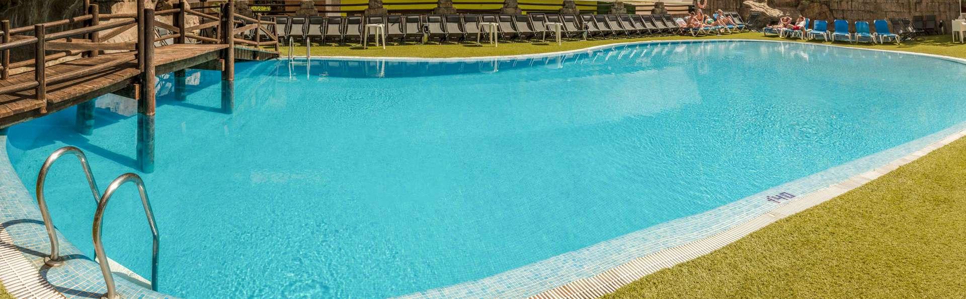 Benidorm Celebrations Pool Party Resort - EDIT_POOL_03.jpg