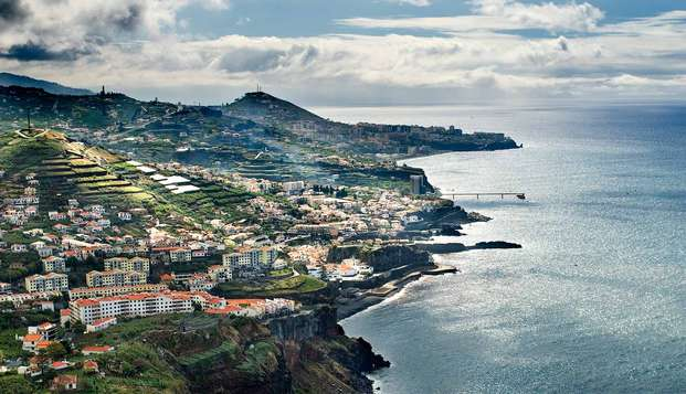 Especial Minivacaciones de lujo: Escapada en media pensión y niño gratis en Madeira (desde 3 noches)