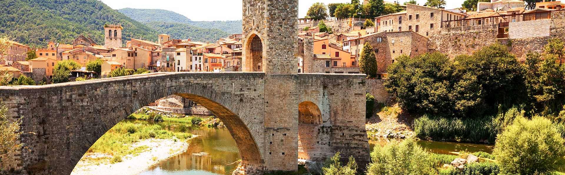 Spécial Automne : Besalú et dégustation de vin à Pau, visite de deux villages de Gérone