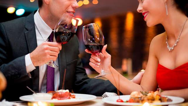 Escapada con cena romántica y botella de cava en Sant Feliu de Guixols