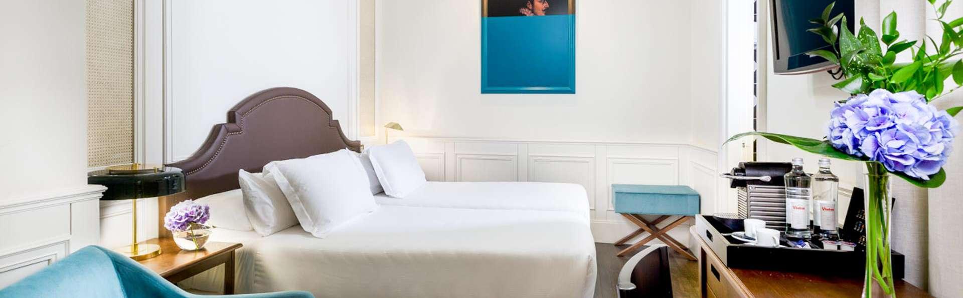 Escapade romantique avec fruits et chocolat dans la chambre d'un hôtel sur la Gran Vía de Madrid