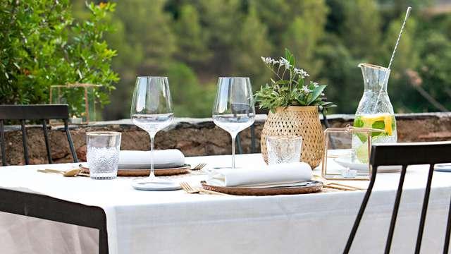 Esclusiva pausa con cena gourmet e prodotti locali in un hotel boutique