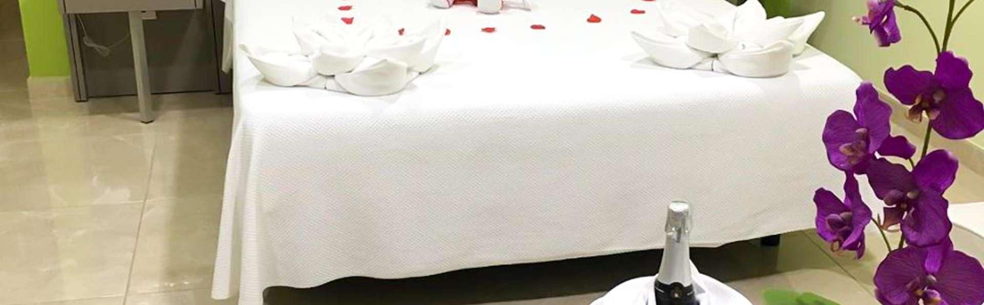 Escapada romántica con jacuzzi privado en la habitación en Calasparra, Murcia