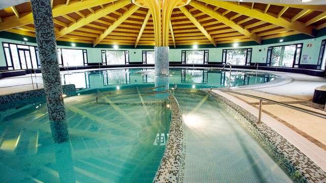 Escapada con Masaje, acceso a la piscina termal y cóctel de bienvenida en el Balneario de Solares