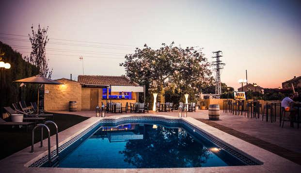 Escapada especial verano: barbacoa en la piscina con cocktail para dos en San Juan, Alicante