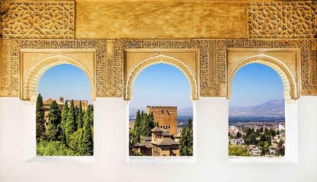 Escapada en Granada con desayuno y a tan sólo 300 metros de la Catedral (desde 2 noches)