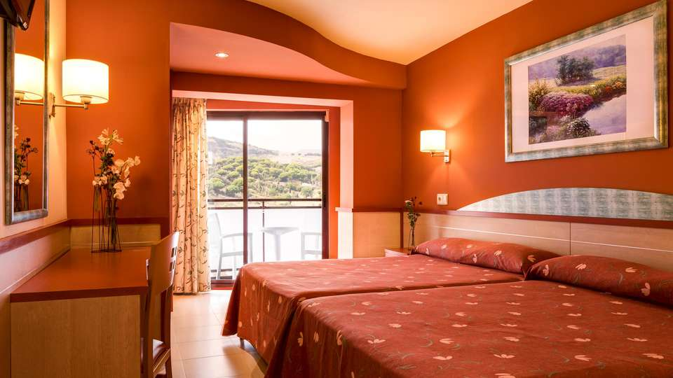 H Top Calella Palace Family & SPA 4* Sup - EDIT_ROOM_01.jpg
