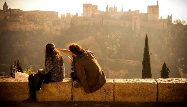 Descubre Granada alojándote en un 4* al pie de la Alhambra con parking incluido y desayuno
