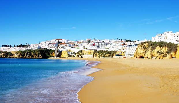 Breve pausa con cena sul lungomare di Praia de Armação de Pêra (da 2 notti)