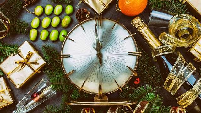 Especial Fin de Año con Cena, Decoración Navideña y Botella de Espumoso.