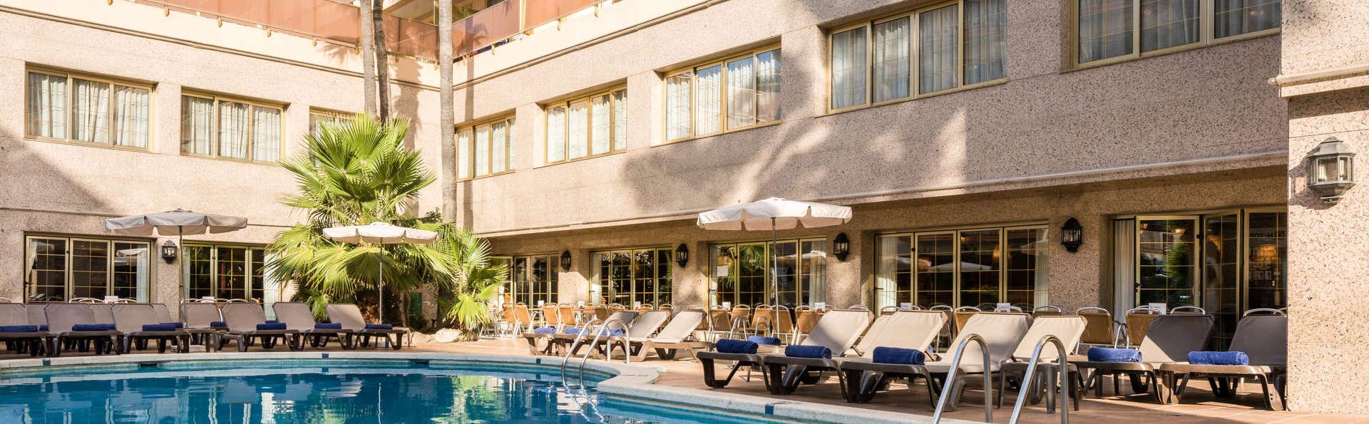 Escapada en pensión completa en hotel sólo para adultos con piscina