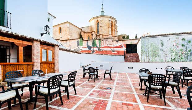 Mini vacaciones en Belmonte con gin tonic en la terraza y media pensión incluida (desde 3 noches)