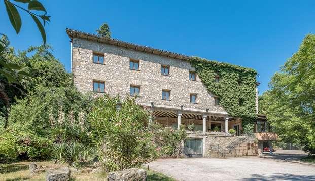 Descubre la Alberca, en la Sierra de Francia, y alójate en un hotel con encanto con cava y bombones