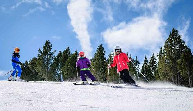 Escapade en demi-pension avec forfait ski à Vallnord (à partir de 2 nuits)
