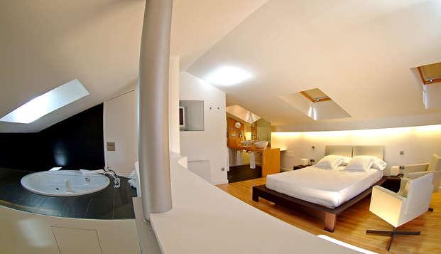 Escapada en una Suite con jacuzzi y chimenea en la habitación y acceso al spa en Biescas