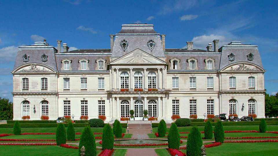 Château D'Artigny - EDIT_facade.jpg