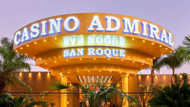 Lo que pasa en San Roque, se queda en San Roque: Apartamento para 6 de lujo con cena con espectáculo