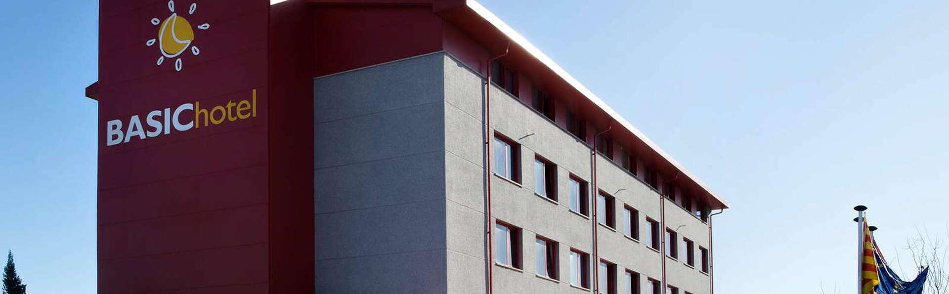 Basic Hotel - EDIT_FRONT_1.jpg