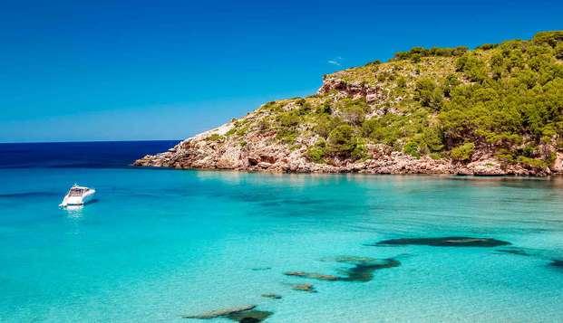 Disfruta de las hermosas playas menorquinas