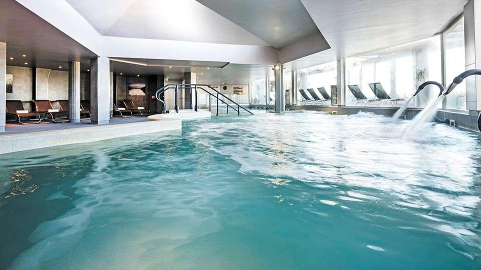 Hôtel les bains de Camargue & Spa by Thalazur - EDIT_N2_POOL_02.jpg