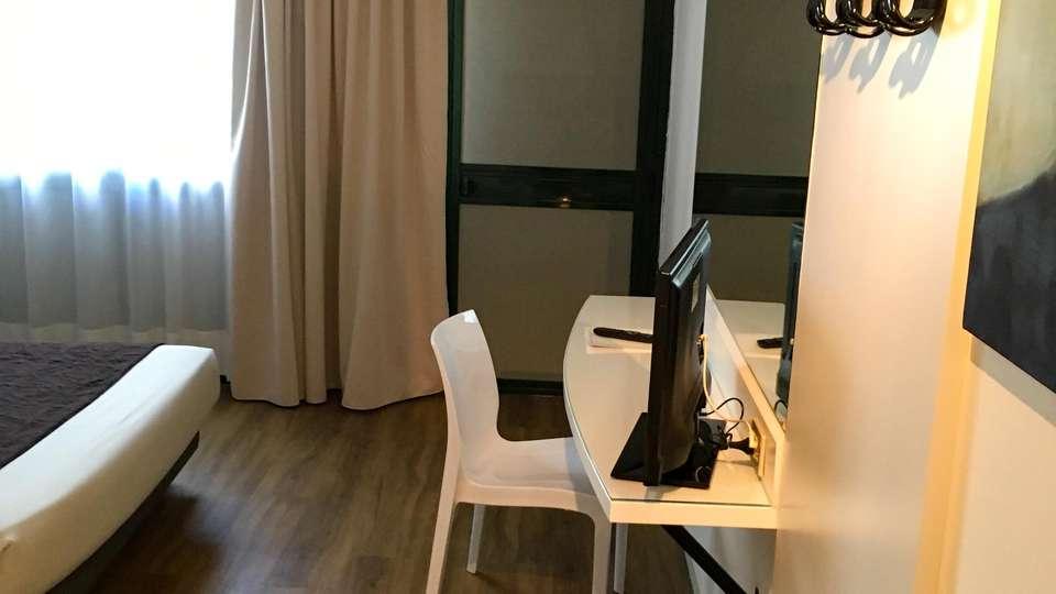 Green Hotel - EDIT_ROOM_02.jpg