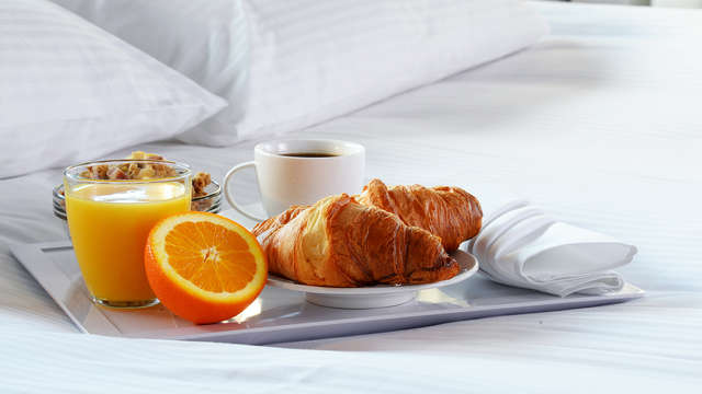 Desayuno servido en la habitación para 2 adultos (día 1 y día 2)