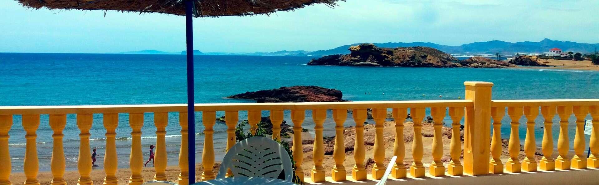 Escapada frente al mar con desayuno y parking incluido en el Puerto de Mazarrón