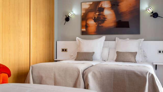 Descubre Santiago de Compostela y descansa en este agradable hotel con desayuno incluido
