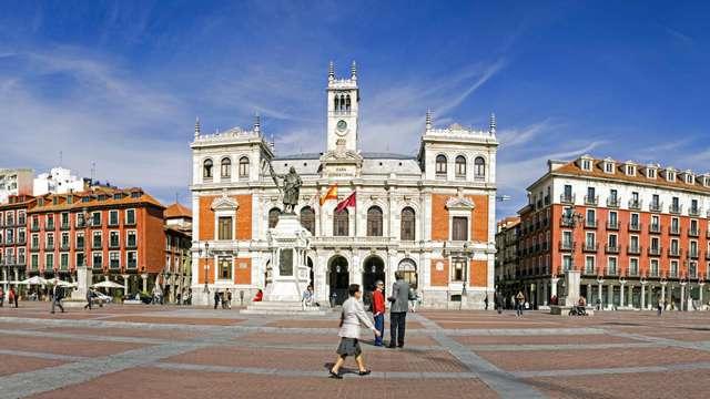 Escapada con encanto en un céntrico hotel de Valladolid con desayuno y botella de vino incluida