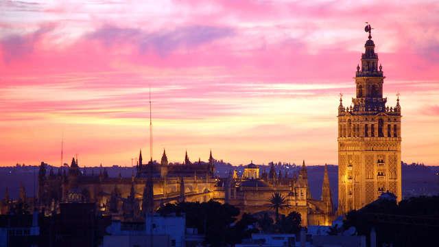 Escápate a Sevilla con desayuno, mojito, tapa y tour guiado