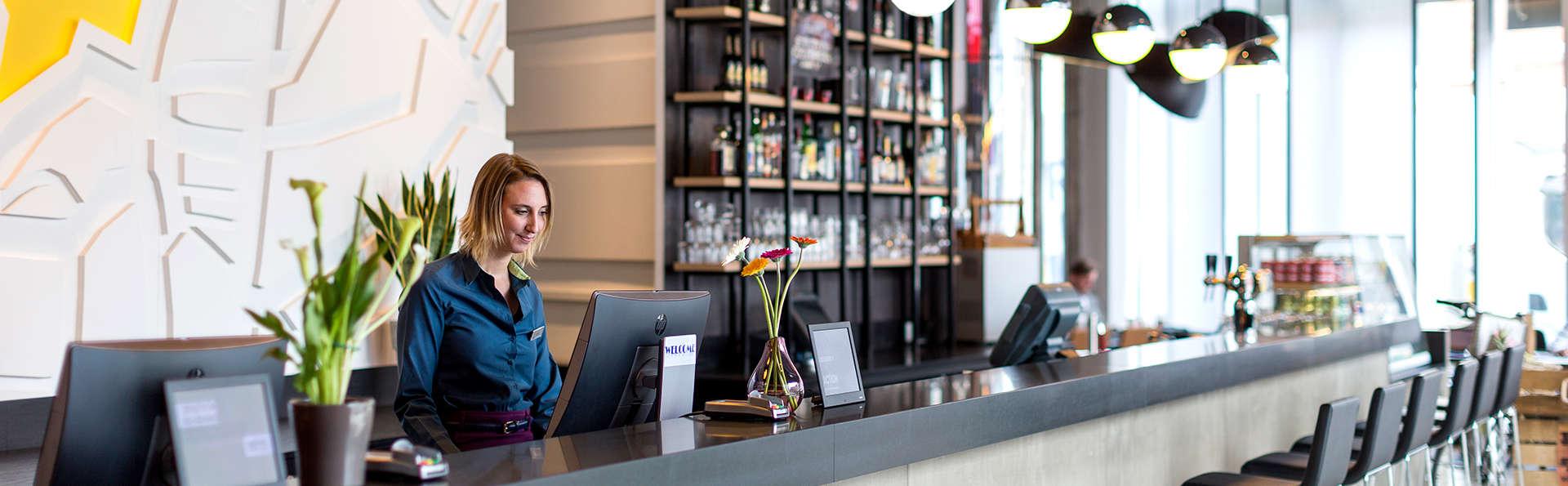Park Inn by Radisson Leuven - Edit_Reception.jpg