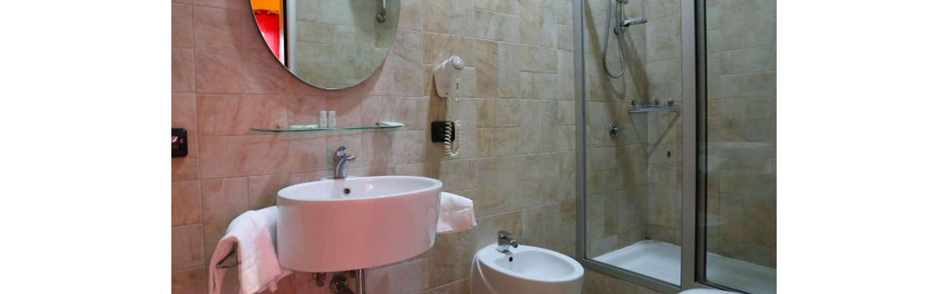 Hotel Diamond - EDIT_BATHROOM_01.jpg