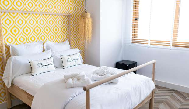 Descansa en un hotel boutique con encanto, a orillas del Mediterráneo con desayuno
