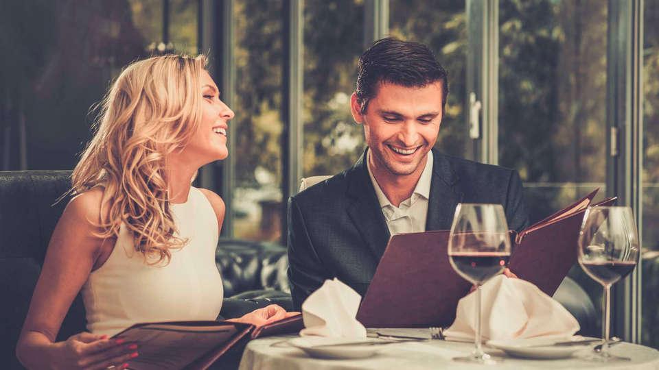 Unahotels Regina Bari - EDIT_NEW_DINNER_01.jpg