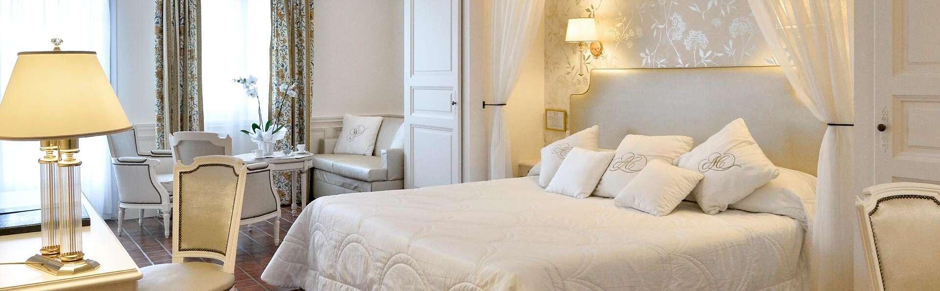 Détente absolue avec bain hydromassant en chambre et accès SPA près d'Avignon