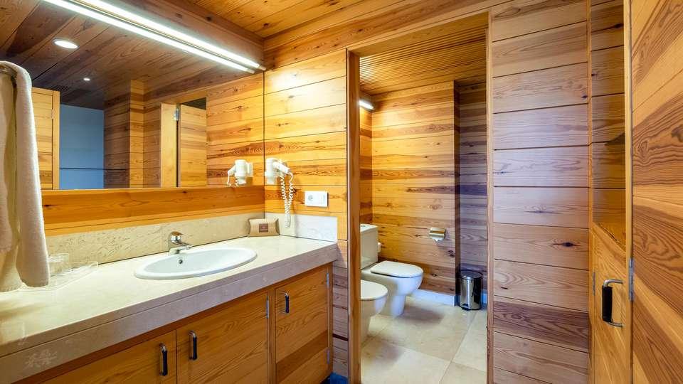 Montanyà Hotel & Lodge - EDIT_BATHROOM_01.jpg