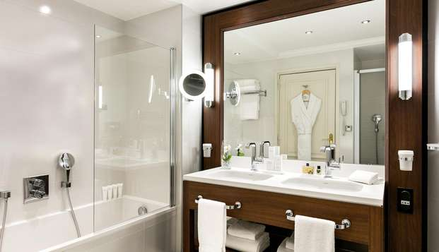 Hotel Barriere Le Majestic Cannes - BATHROOM
