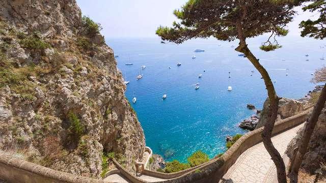Soggiorno con vista sul Golfo nel cuore pulsante di Napoli