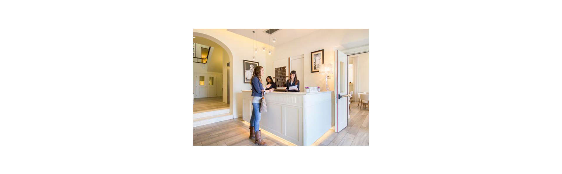 Hotel Italia - Edit_Reception.jpg