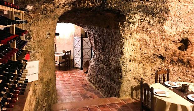 Escapada con cena en cueva privada y visitas culturales en Requena