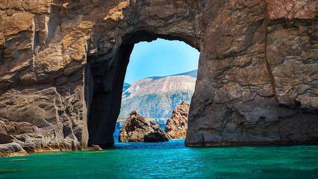 Soggiorno nei pressi dei Giardini Naxos affacciati sulle acque del Mar Ionio