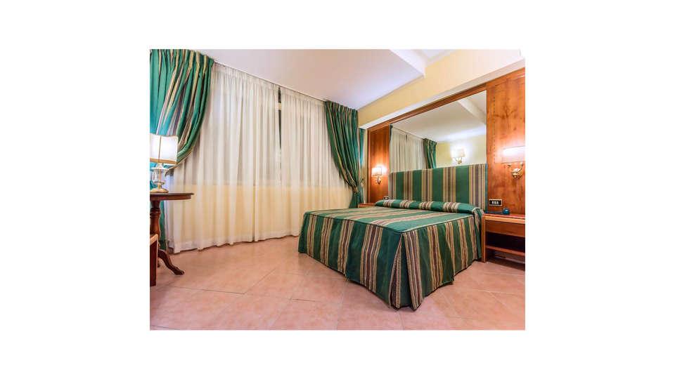 Raeli Hotel Archimede - EDIT_ROOM_02.jpg