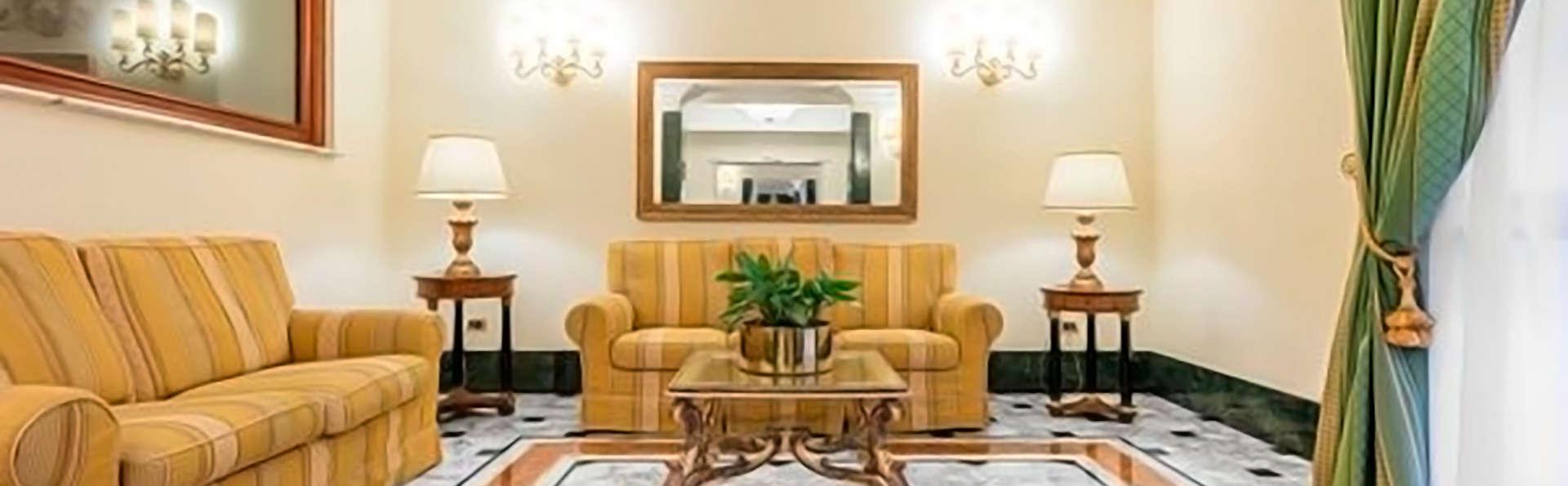 Raeli Hotel Regio - Edit_Looby.jpg