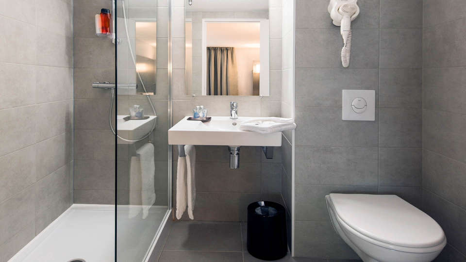 Kyriad Dax St-Paul-Les-Dax - EDIT_NEW_BATHROOM2.jpg