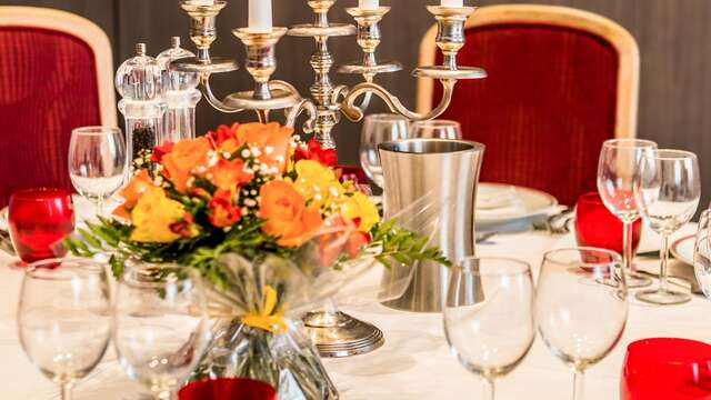 Hotel The Originals Grand Hotel de Courtoisville - Piscine Spa ex Relais du Silence